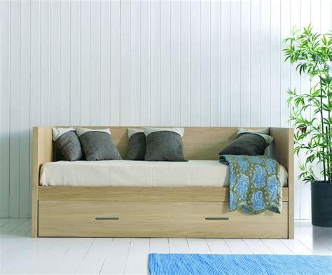 canape en bois canapé lit gigogne en bois brin d 39 ouest