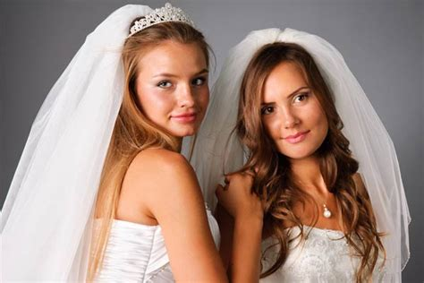 Wedding Hairstyles With Veil : How To Wear A Veil With Wedding Hair Down