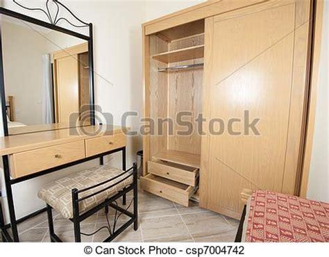 robe de chambre été photo de assaisonnement table garde robe chambre à
