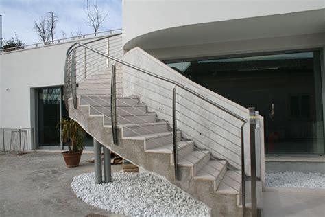 ringhiera per scala esterna parapetti scale struttura ringhiera scala carollo