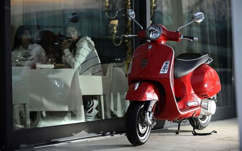 Vespa Gts Wallpapers by Vespa Wallpapers Wallpaper Cave