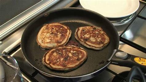 recette des pancakes aux fruits rouges par hervé cuisine