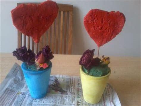 pot de fleur avec un coeur en pate a sel de flotonight51100