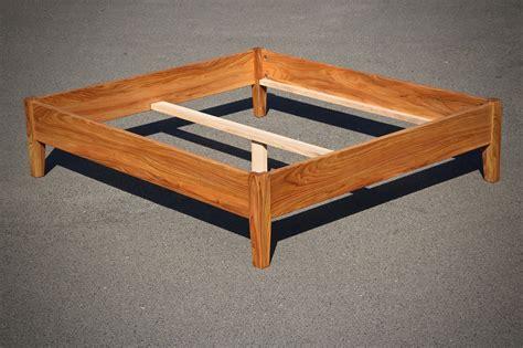 Bett Bauen Lassen by Bett Nachtisch Und Hochbett Aus Massivholz Vom Tischler