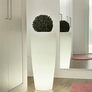 Pot De Fleur Grande Taille : le pot de fleur lumineux repr sente une d co charmante de vos jardins ~ Teatrodelosmanantiales.com Idées de Décoration