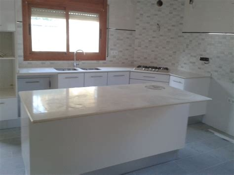 foto cocina silestone blanco estelar de marmoles
