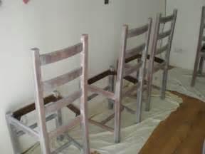 Repeindre Une Chaise Deja Peinte by Repeindre Une Chaise En Bois Peinture Que Vraiment
