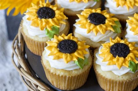 foodista sunny sunflower cupcakes  erica sweet tooth