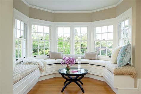 How To Arrange Bedroom Furniture Around Windows: 7 Tips