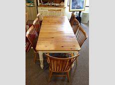 Ethan Allen Country colors table with six sidechairs, two