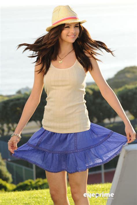 Selena Gomez Outfits Sodirmumtaz