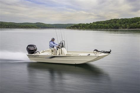 Crestliner Boats Ontario Dealers by 2017 Crestliner 1800 Coast Edition Buyers Guide Boattest Ca