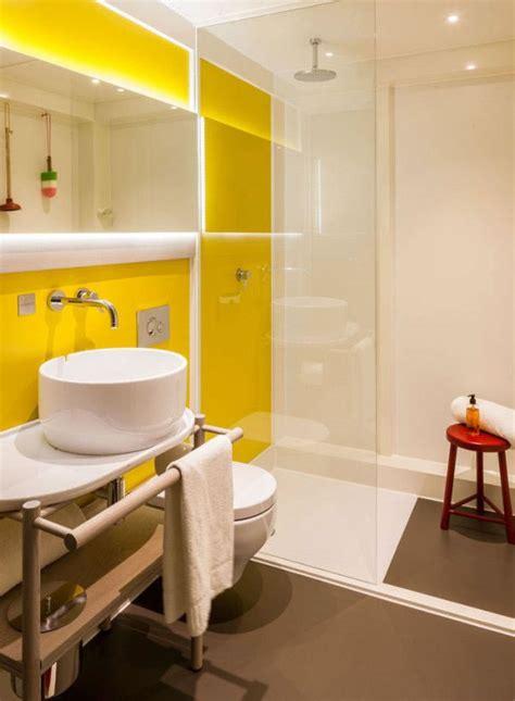 el amarillo puede decorar tu bano