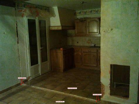 béton ciré plan de travail cuisine sur carrelage rattraper niveau sol après mur cassé