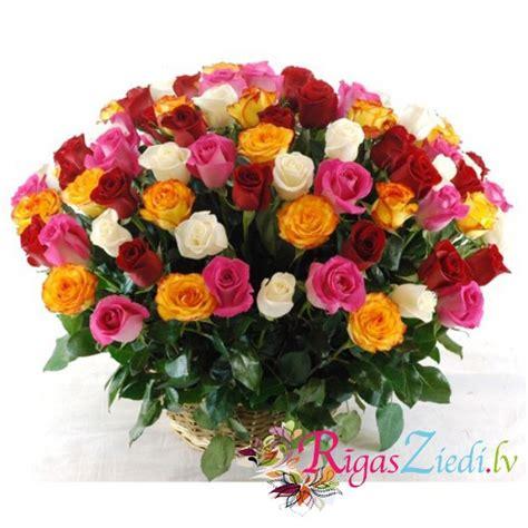 101 dažādu krāsu roze grozā | Rīgas Ziedi