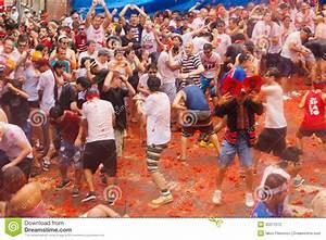 La Tomatina Festival Editorial Photography - Image: 35371072