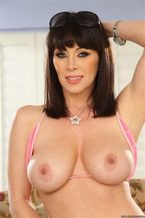 obedient flapper rayveness stripping in bikini and playing