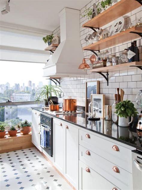 una cocina  estilo parisino   toque industrial