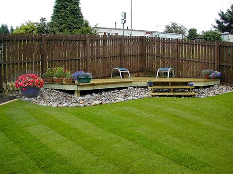 small raised corner deck with a pebble border