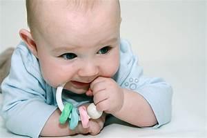 Baby 4 Monate Schlaf Tagsüber : stimulierungsangebote f r 4 monate alte babys pampers ~ Frokenaadalensverden.com Haus und Dekorationen