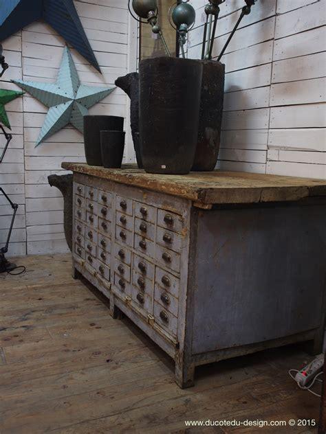 bureau atelier industriel canapé 1 place et demi en bois clair et en tissu bakou