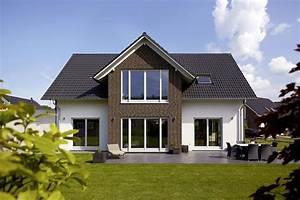Haus Mit Satteldach : energieeffizientes einfamilienhaus individuell geplant modell sanderau ein fertighaus von ~ Watch28wear.com Haus und Dekorationen