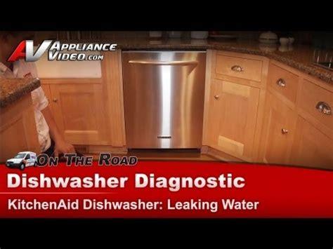 maker leaking water on floor frigidaire maker leaking water on floor 28 images