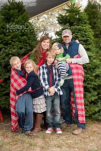 Picture outfit ideas for The best short time holiday family pictures ideas
