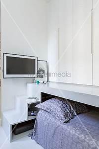 Bett Unter Podest : ausziehbares bett unter podest mit stufen und schr nken bild kaufen living4media ~ Eleganceandgraceweddings.com Haus und Dekorationen