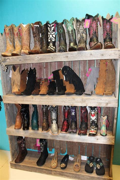 boot display recycled pallets