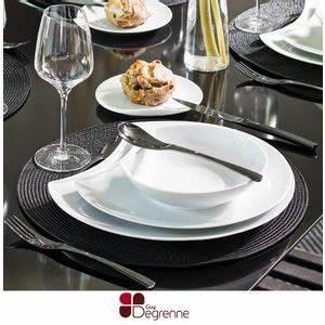 Service Assiette Design : service vaisselle complet design design en image ~ Teatrodelosmanantiales.com Idées de Décoration