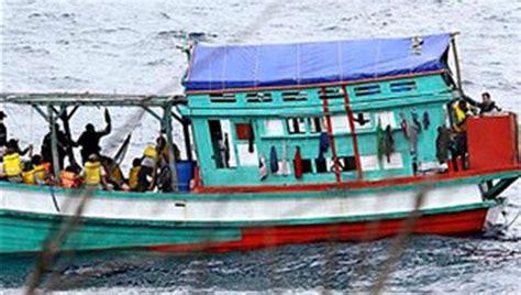 Image result for  THUYỀN VƯỢT BIÊN