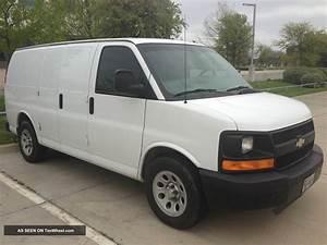 2009 Chevrolet Express 1500 Cargo Van 4