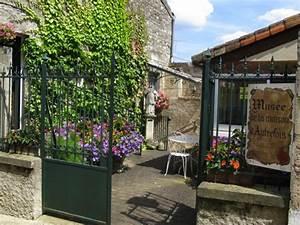 Murs D Autrefois : maison d autrefois perfect la bruyre de la colonie de ~ Premium-room.com Idées de Décoration