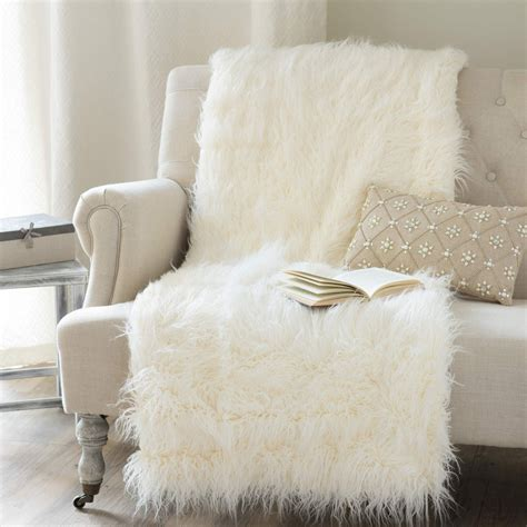 chaise fourrure astrakan faux fur throw in ecru 130 x 170cm maisons du monde