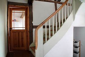 Wohnen Im Fachwerkhaus : alte holztreppe im fachwerkhaus unser fachwerkhaus in 2018 pinterest haus holztreppe und ~ Markanthonyermac.com Haus und Dekorationen
