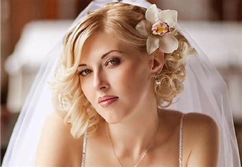 Wedding For Medium Hair : Romantic Bridal Hairstyles