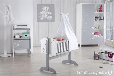 chambre ourson ourson berceau bebe gris blanc chambre literie