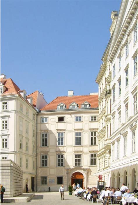 Möbel Mittelalter Stil by Mittelalterliche Karlsreliquiare