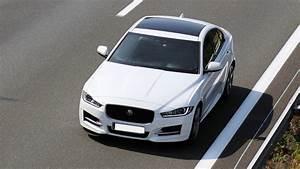Avis Jaguar Xe : avis jaguar xe 2 0 d 180 ch bo te automatique 8v 15000 km 2 d 180 r sport auto 2015 ~ Medecine-chirurgie-esthetiques.com Avis de Voitures
