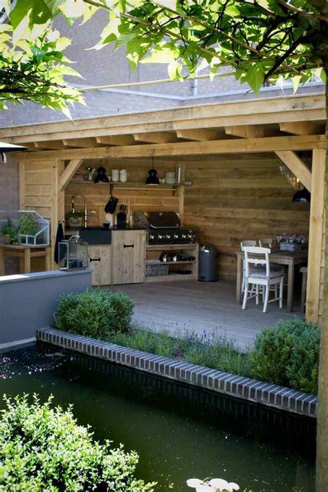 outdoor cuisine barbecue fixe fonctionnel et esthétique dans le jardin moderne