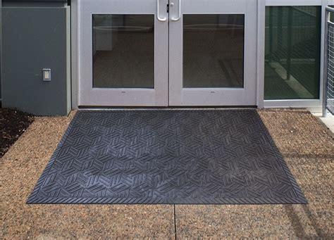 floor mats entryway superscrape drainable rubber outdoor entrance floor mat floor mat systems