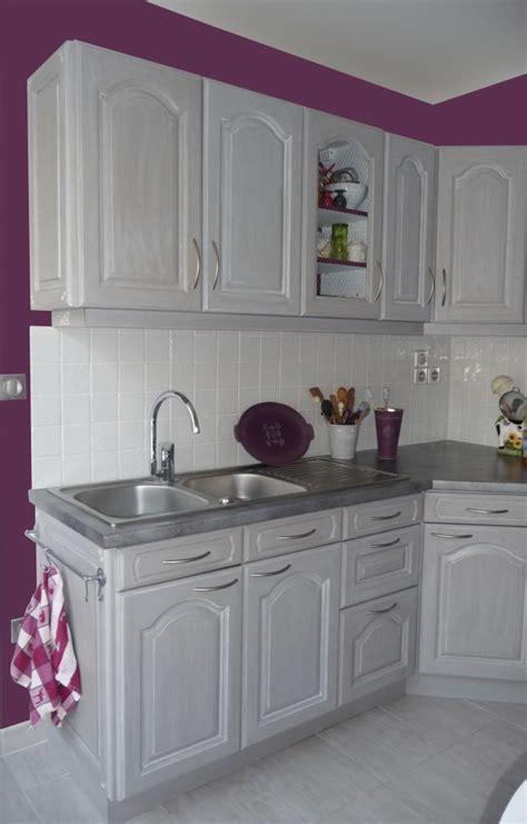 cuisine blanche mur aubergine cuisines eleonore déco