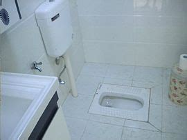 porcelain squat toilet with water tank for flushing