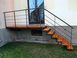 Escalier Exterieur Metal : escalier ext rieur en m tal et bois pour acc s jardin ~ Voncanada.com Idées de Décoration