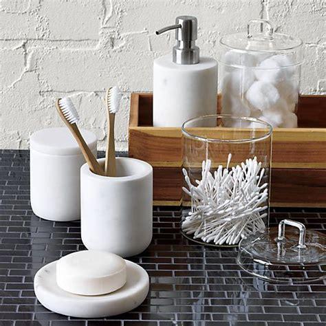 Modern Design Bathroom Accessories by Best 25 Modern Bathroom Accessories Ideas On