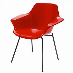 Fauteuil guariche en fibre de verre rouge vampire for Reedition meubles annees 50 12 fauteuil guariche en fibre de verre rouge