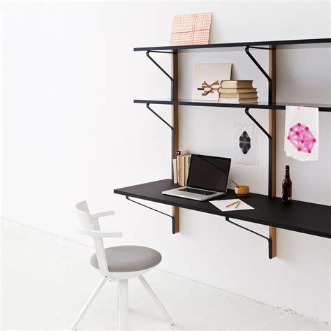 bureau bouroullec étagère murale kaari avec bureau par artek