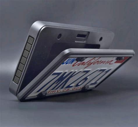 Foxxvault: Puts a Secret Stash Spot Behind Your License Plate