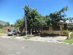 3 adjacent houses in small residential for sale Coldwell ...